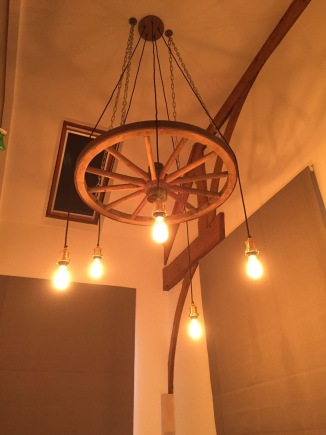 Wagon wheel light fitting